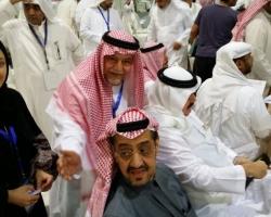 تركي بن عبدالله الفيصل يمنح صوته للمرشحة رانية سلامة